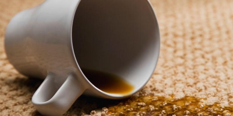 togliere le macchie di caffe