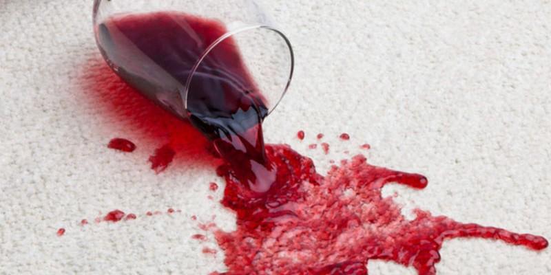 togliere le macchie di vino